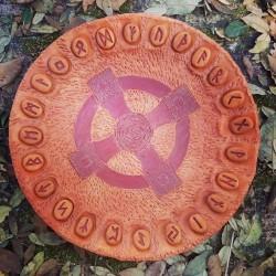 Piatto Oracolo delle Rune in Terracotta con Croce Celtica DISPONIBILE diametro 42 cm